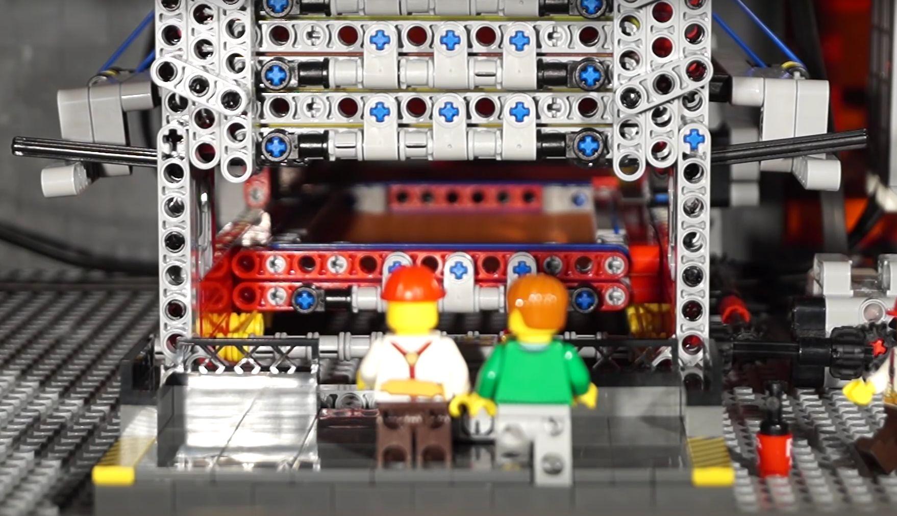 Alles vollautomatisch: Papierwürfel per Lego Mindstorms
